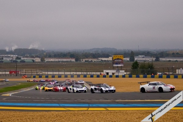 Gregory Rasse leads the field in race two at Le Mans
