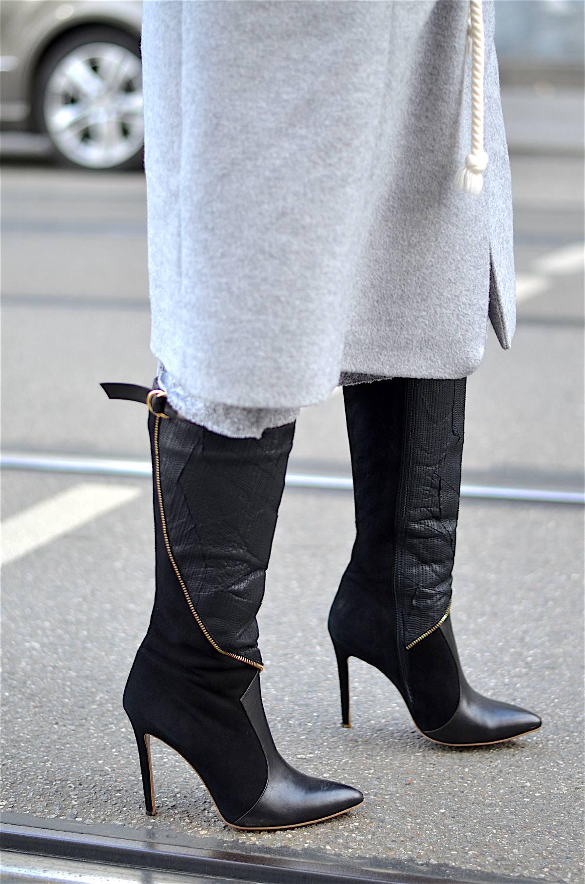 The Long Grey Wool Coat - Wollmantel - Ootd - Streetstyle - Munich - Black Boots - Schwarze Stiefel - Fersengold - René Lezard - Mantel - Kerbholz Sonnenbrille - Ponytail - Glockenbach München
