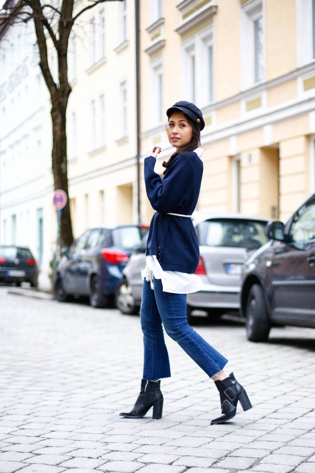 THE CROPPED DENIM PANTS