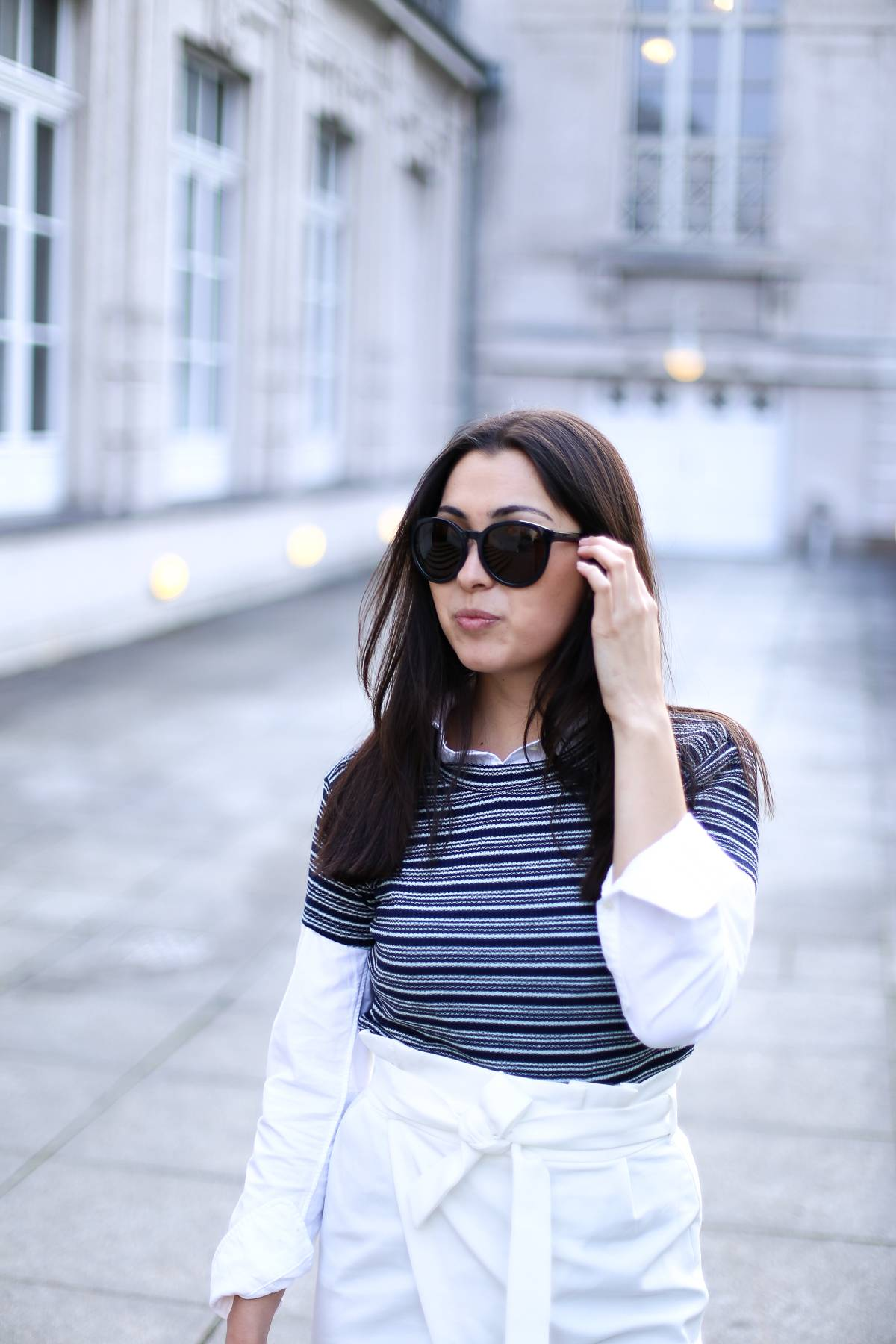 Stripes - Midi Dress - Zara - Casual - Ootd - Streetstyle Munich - German Fashionblog - White Sneaker - Calvin Klein Sunnies - Layering - Prinzregentenplatz