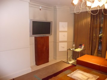 Hilton London Waldorf - Executive Room bedroom