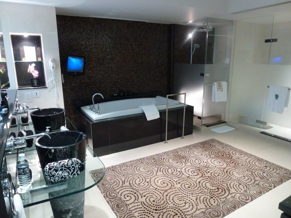 Banyan Tree Bangkok - Presidential Suite bathroom
