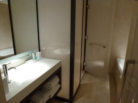 Conrad New York - Deluxe Suite bathroom
