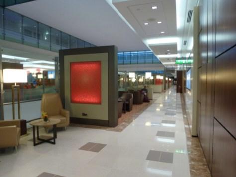 Emirates Business Class Lounge Dubai - Corridor