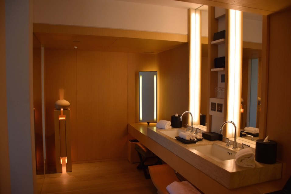 The Upper House - Upper Suite bathroom