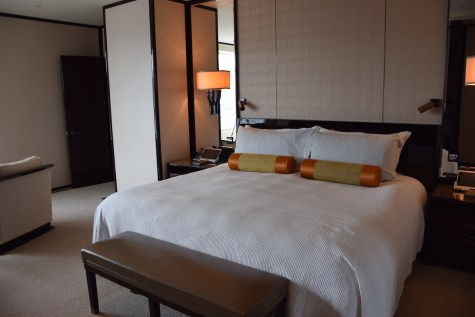 Peninsula Hong Kong - Deluxe Harbour View Suite bed