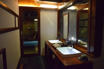 An Lam Saigon River - Riverfront Pool Villa bathroom