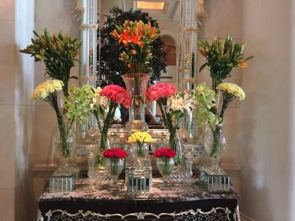 Leela Palace New Delhi - Lobby flowers
