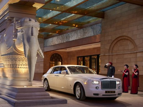 Exclusive Rolls Royce airport transfer