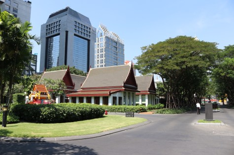The Sukhothai - Way to main entrance
