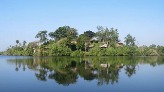 Tri Lanka from the lake
