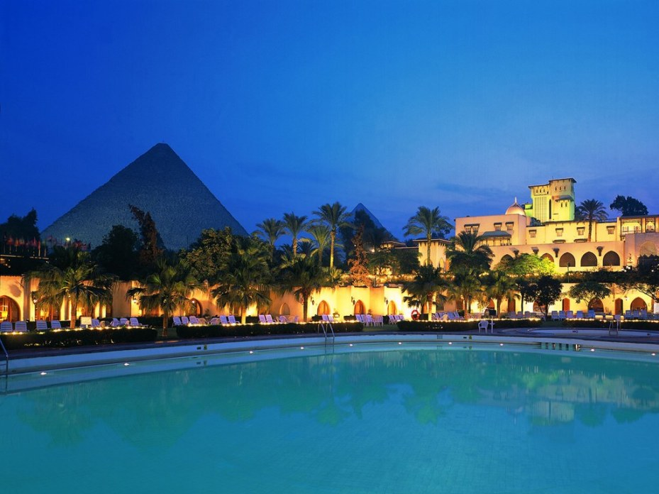 Pool by night - Picture by CNTraveler