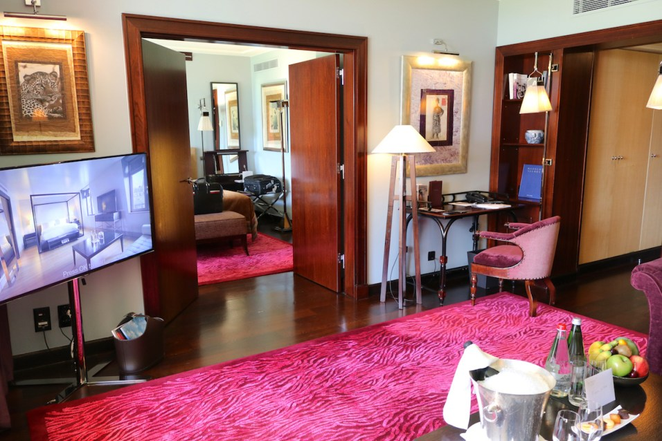 Lake Suite #112 - Living room
