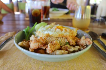 Dining On The Hill - Kao phad dish