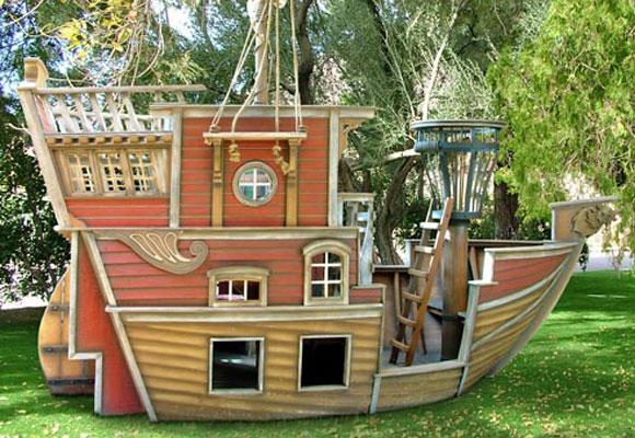 LuxuryHouse con forma de barco pirata