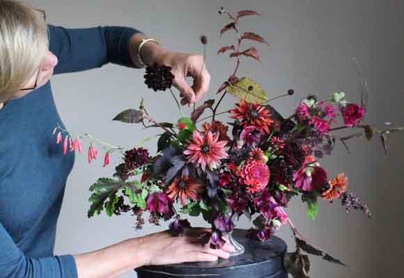 F, G, H La floricultora y diseñadora es también una experta en literatura de no-ficción. Su blog se llama Cultivated by Christin. Fotografía Christin Geall