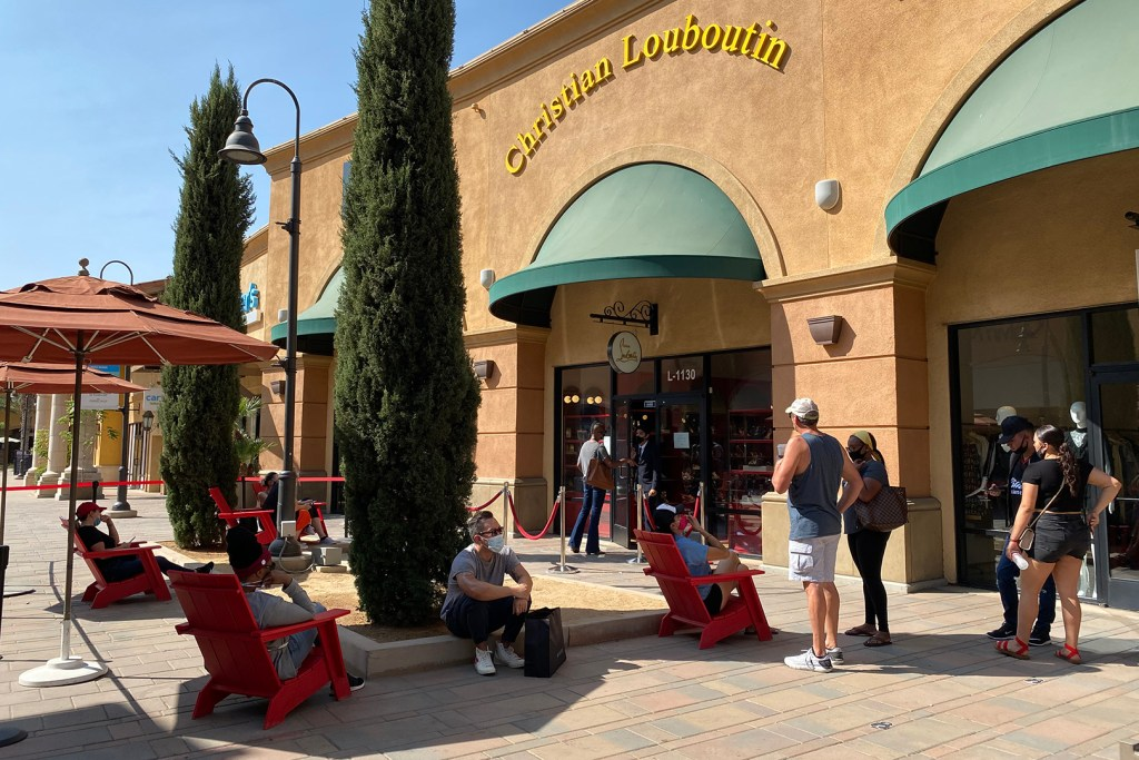 Line Outside Christian Louboutin Outlet (The Luxury Lowdown Blog)