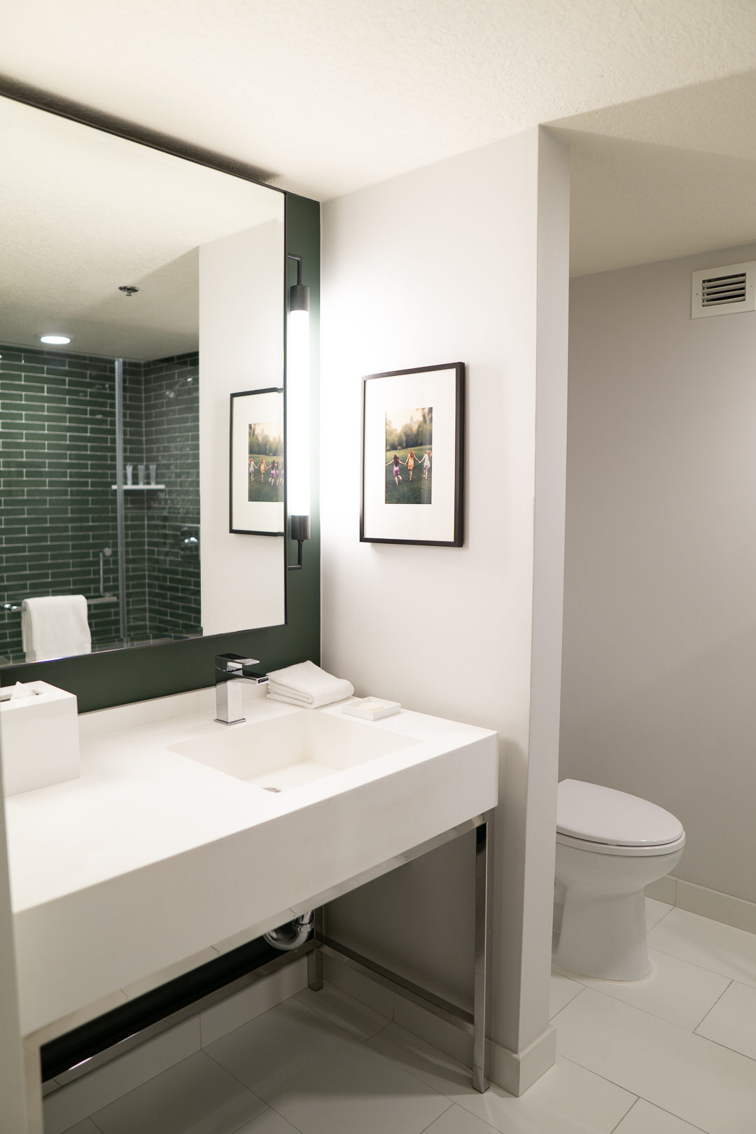 Park MGM Two Queens Bathroom