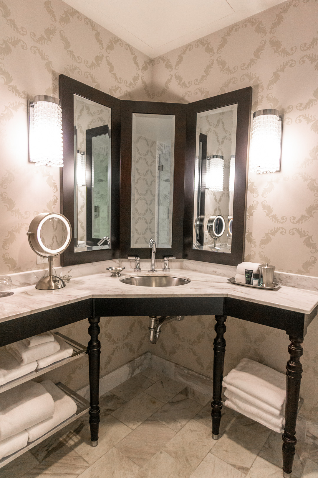 The Nines Hotel Superior Room Bathroom