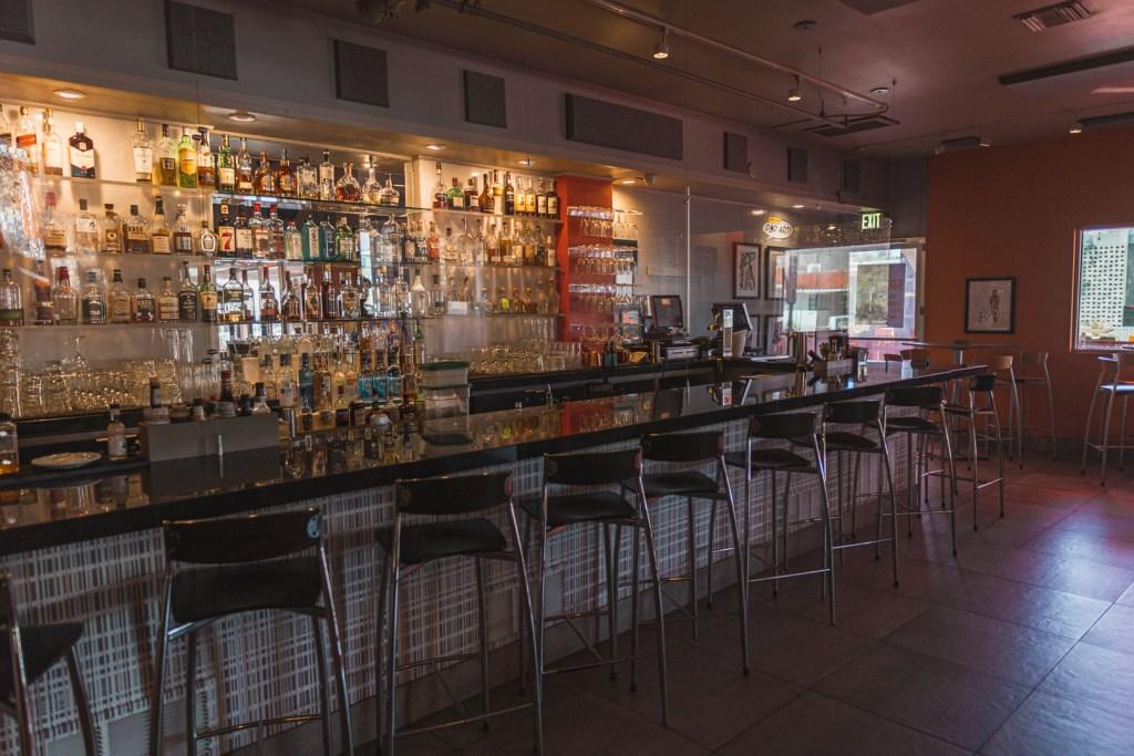 Trio Dark Bar