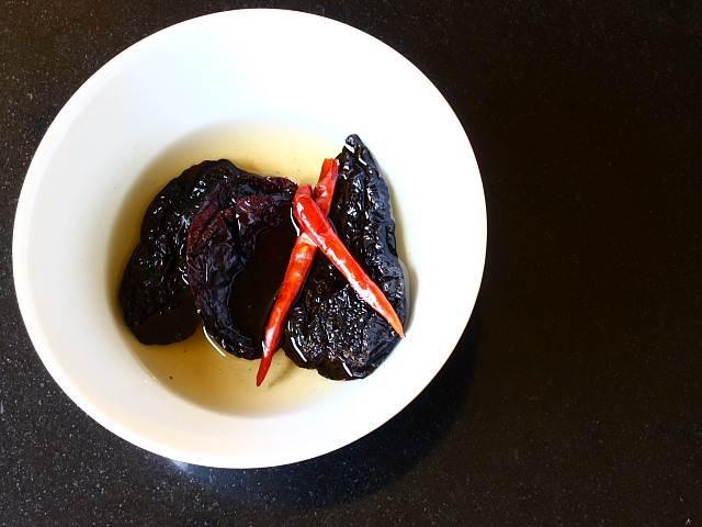 Chile seasoned Mexican pot roasted pork