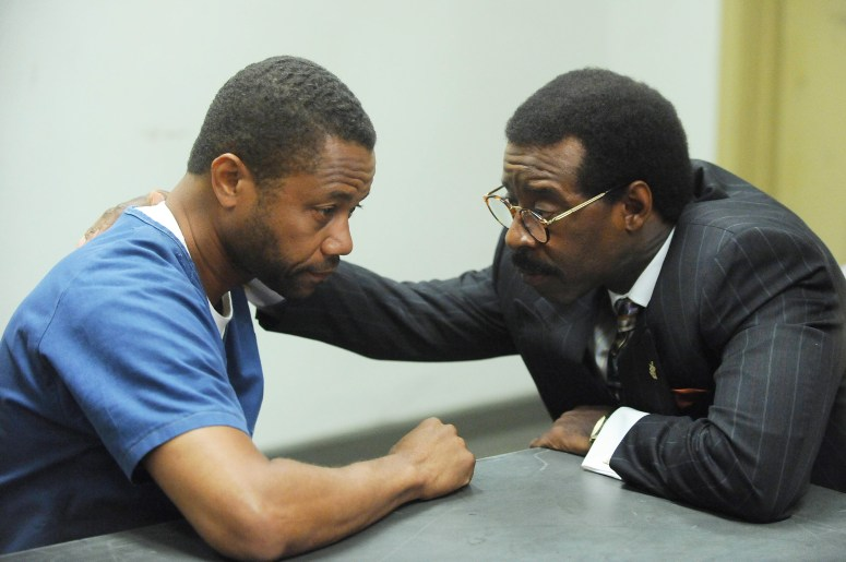 """THE PEOPLE v. O.J. SIMPSON: AMERICAN CRIME STORY """"The Dream Team"""" Episode 103 (Airs Tuesday, February 16, 10:00 pm/ep) -- Pictured: (l-r) Cuba Gooding, Jr. as O.J. Simpson, Courtney B. Vance as Johnnie Cochran. CR: Byron Cohen/FX"""