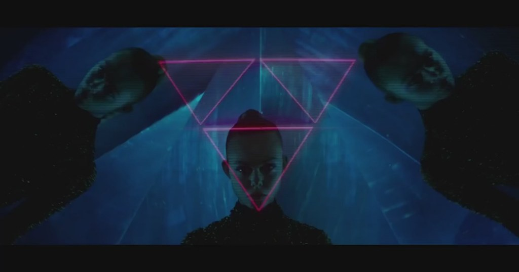 the-neon-demon-trailer-elle-fanning-keanu-reeves_9324939-25210_1800x945