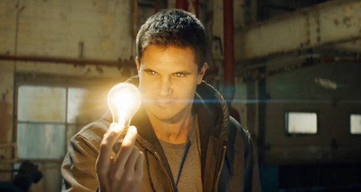 Robbie Amell (Code 8)