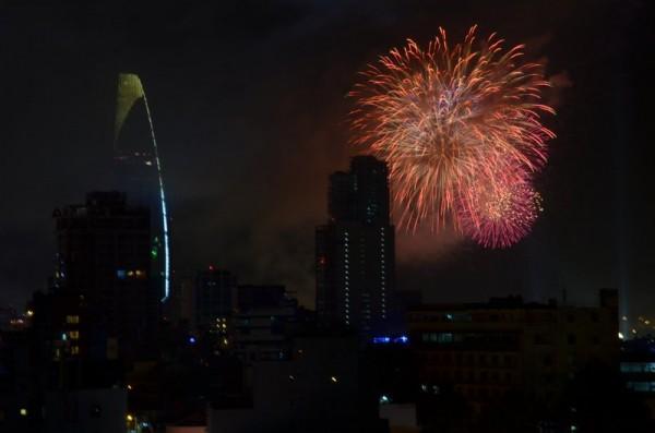 fireworks-saigon-vietnam-tet-2013