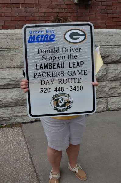 donald-driver-bus-stop-packers-008
