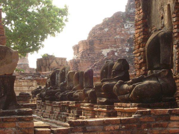ayutthaya-thailand-ruins-001