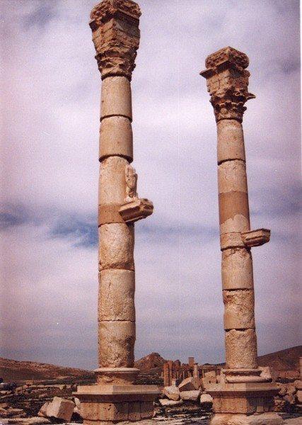 palmyra-syria-ruins-011