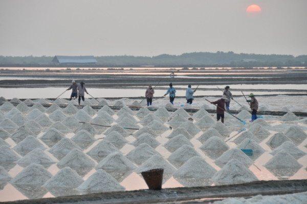 salt-pans-petchaburi-thailand-009