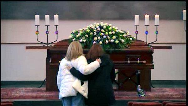 https://i1.wp.com/www.themafamily.net/wp-content/uploads/2012/01/Paula-I-at-Joes-Casket.jpg