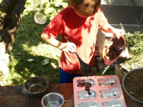 Mud Kitchen : Autumn Fun for Kids : www.theMagicOnions.com