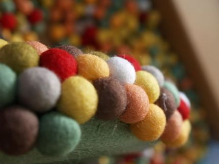 Using Felted Balls to make a Felted Atumn Door Wreath : www.theMagicOnions.com