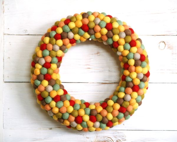 Autumn felt ball wreath | DIY Felt Balls Projects And Crafting Ideas