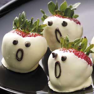 Halloween Strawberry Ghosts : www.theMagicOnions.com