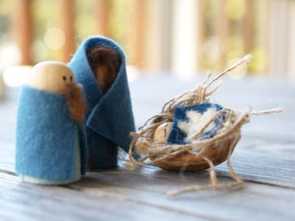 Handmade Nativity Set : Winter Magic Craft Box : www.theMagicOnions.com