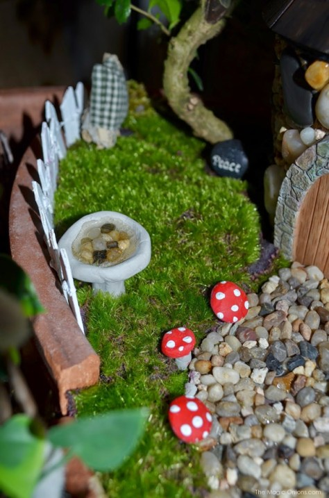 Miniature Birdbath and Toadstools : Fairy Garden : the Magic Onions.com