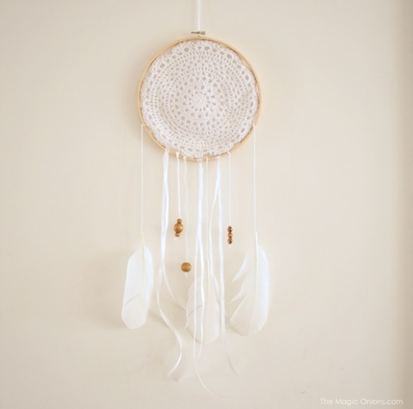 DIY Dream Catcher Tutorial Photo : www.theMagicOnions.com