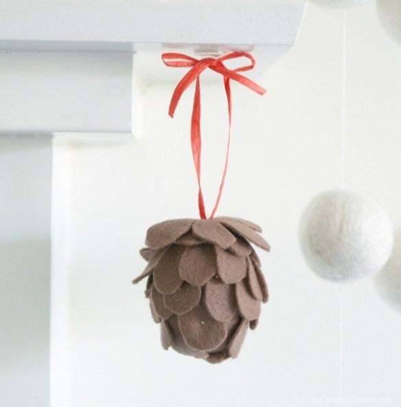 Felt Pine Cone Christmas Tree DIY Tutorial : www.theMagicOnions.com