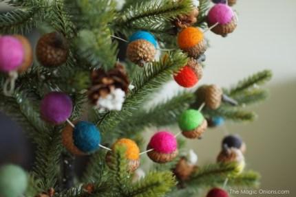 DIY Felted Acorn Christmas Garland Tutorial  : www.theMagicOnions.com