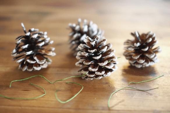 DIY Snowy Pine Cone Christmas Garland Tutorial : www.theMagicOnions.com