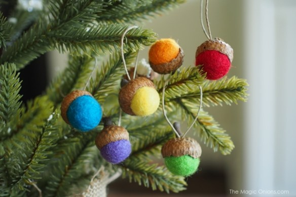 Felted Acorn Ornaments :: DIY Tutorial :: www.theMagicOnions.com