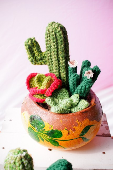 Craft Faire :: Knitted Cactus :: www.theMagicOnions.com