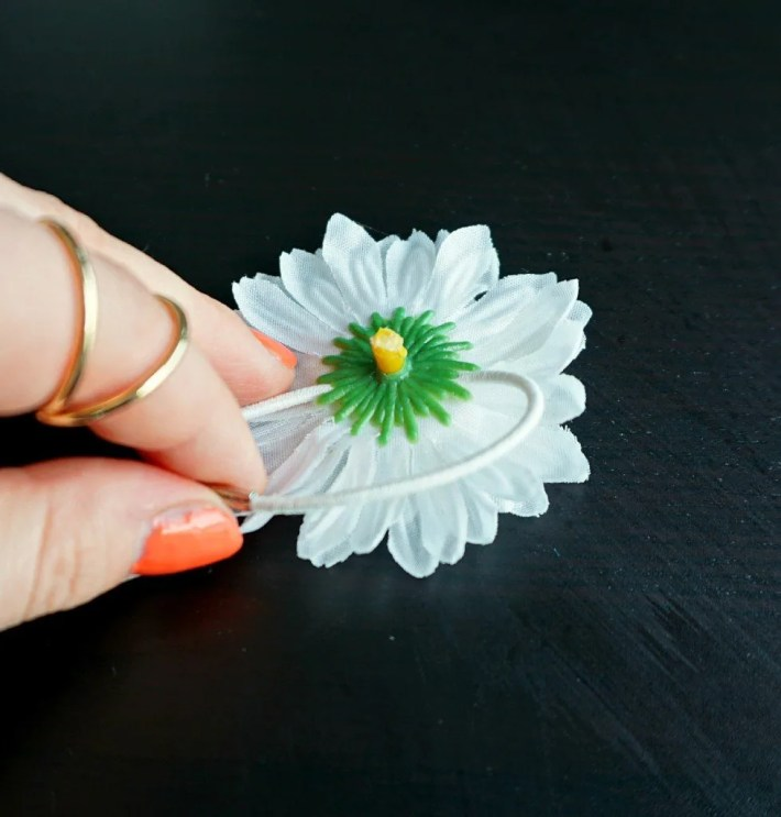 How to make your own easy Hair Tie with Faux Flower Daisies | A DIY by The Makeup Dummy