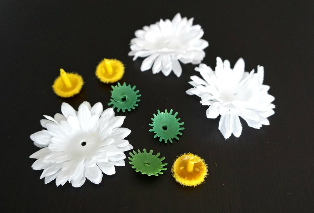 How to make your own easy Faux Flower hair tie | A DIY by The Makeup Dummy