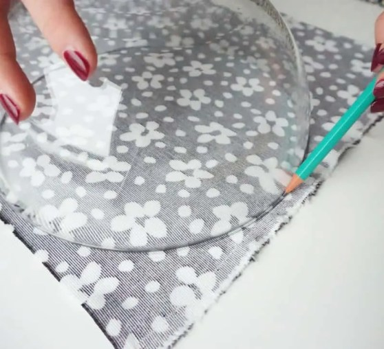 Make your own easy zip bag | DIY by The Makeup Dummy