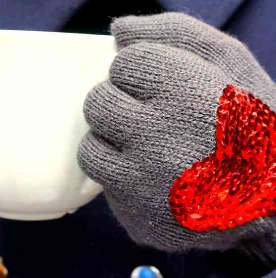 Valentine Gift Idea DIY gloves with sequins